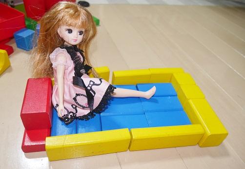 積み木でリカちゃん人形のお風呂を作る