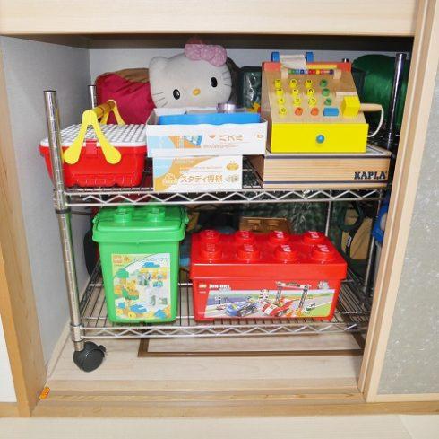 押し入れの収納にレゴやレジスターなど