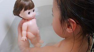 レミンちゃんをお風呂に入れているところ