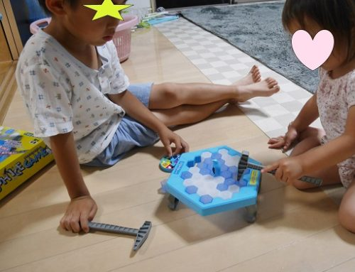 クラッシュアイスゲームで対戦する兄弟