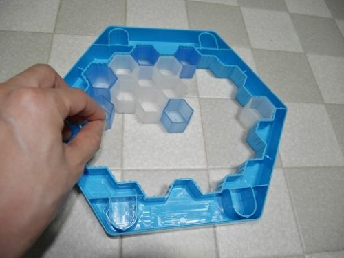クラッシュアイスゲームで氷をはめているところ