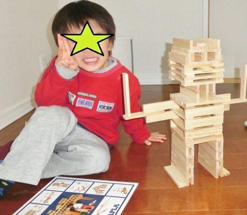カプラでロボットを作る子供
