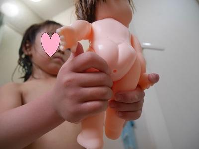 レミんちゃんのお風呂の水抜きをする