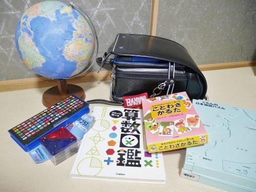 ランドセルや地球儀、筆箱、かるた、図鑑など入学祝いの品