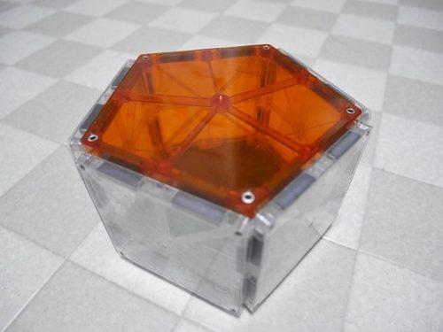 磁石の立体おもちゃピタゴラスで五角柱