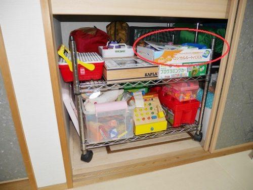 押入れの中でおもちゃが収納されている