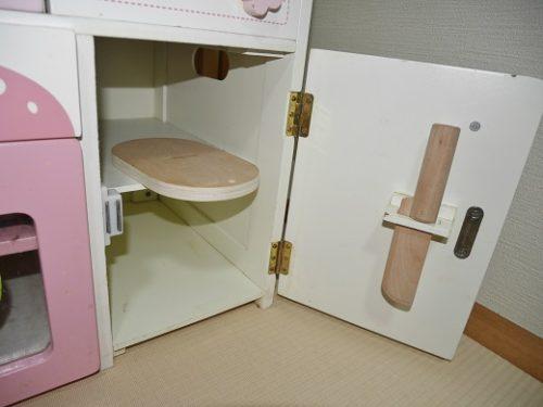 マザーガーデンのキッチン扉裏に包丁を収納