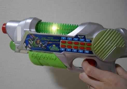 バズライトイヤーの銃のおもちゃ
