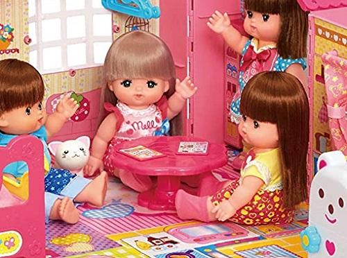 メルちゃんのなかよしハウスにセットで付いているテーブル