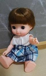 メルちゃんやレミンちゃんの手作り服・白トップスに水色チェックスカート