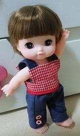 レミンちゃんやメルちゃんのハンドメイド服・赤のチェックノースリーブにジーパン