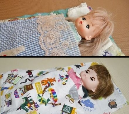布団で寝ているメルちゃんとレミンちゃん
