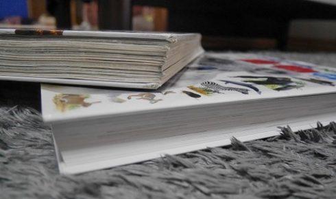 図鑑の紙の劣化具合の差