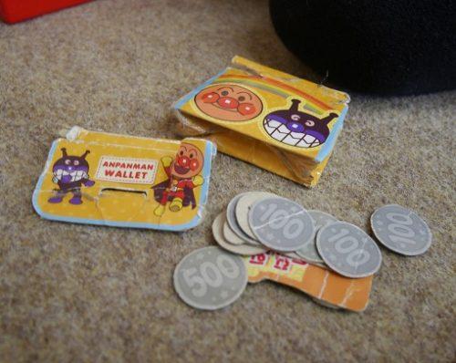 アンパンマンのおもちゃの紙製のお金