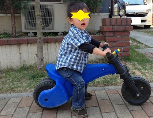ラングスジャパンの青色のバイクおもちゃ