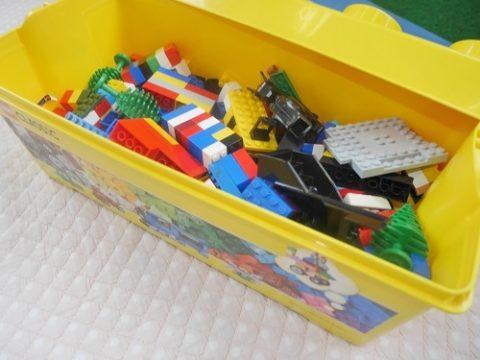 レゴクラシック黄色のアイディアボックスのフタを開けたところ