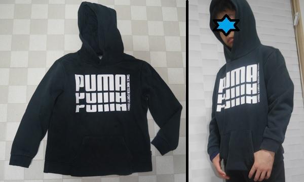 PUMAの白いロゴがあるシンプルな黒パーカー