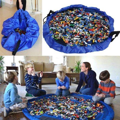 レゴの収納マットを使う子供
