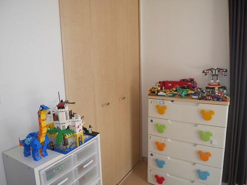 たんすと3段ボックスの上にレゴを飾る