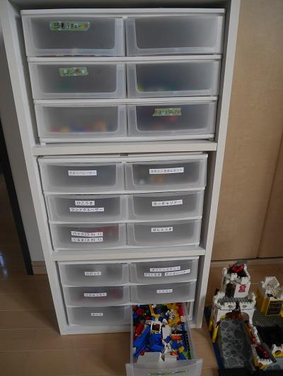 レゴとラキューが収納された小さい引き出しケース