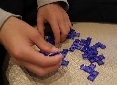 ブロックスの青色のピース
