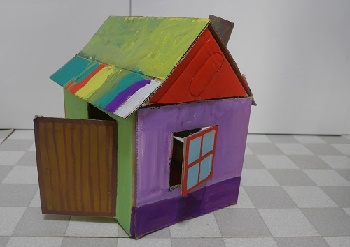 段ボールで人形の家を作成