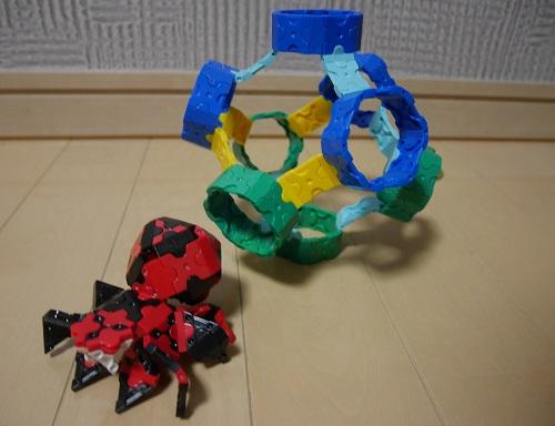 ラキューでクモと、変わった形のボールを作っている