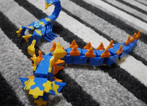 ラキューの恐竜をドラゴンやさそりに組み替えている