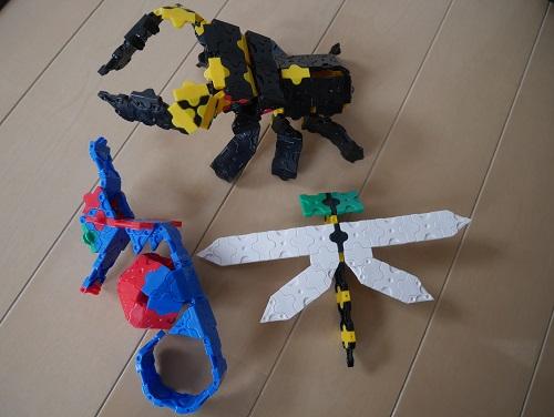 ラキューでトンボやタツノオトシゴ、昆虫などの生き物を作っている