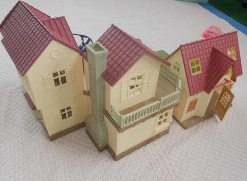 はじめてのシルバニアファミリーと赤い屋根の大きなおうちのサイズ比較