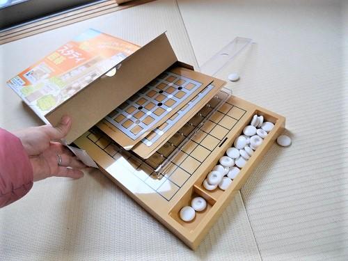 スタディ囲碁の外箱から出すと碁石がばらばらに