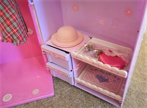 リカちゃんドレスルームの帽子やカバンなど小物を収納するスペース