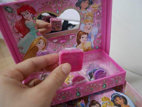 子供向けのアクセサリーケースの鏡