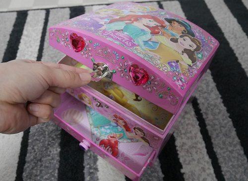 女の子向けのジュエリーケースのおもちゃの鍵