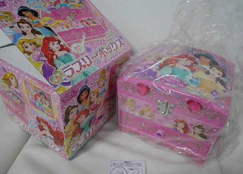 女の子向けのアクセサリーケースひみつのラブリーボックスの外箱