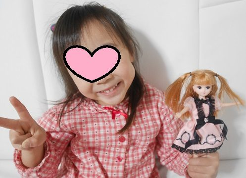 リカちゃん人形とおそろいの髪形をしている4歳・5歳の女の子
