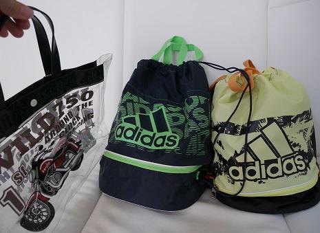 小学生男子のアディダスのプールバッグ