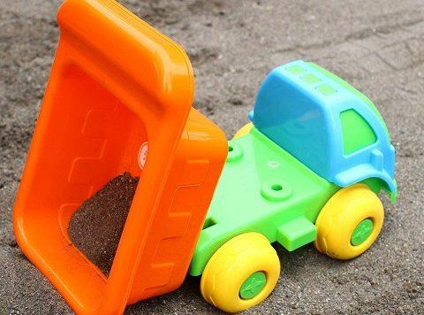 お砂場セットのダンプカー