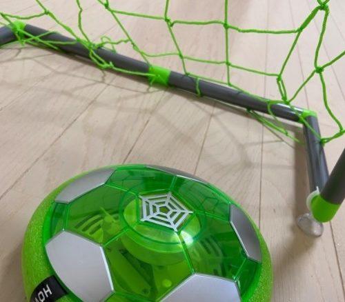 ホバーサッカーのゴールネットとボール
