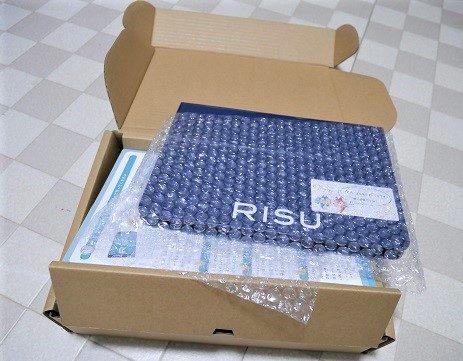 RISUのタブレットがダンボールに入って届いた状態