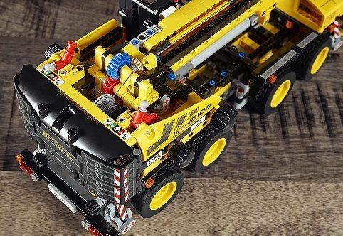 レゴテクニックシリーズの移動クレーン車